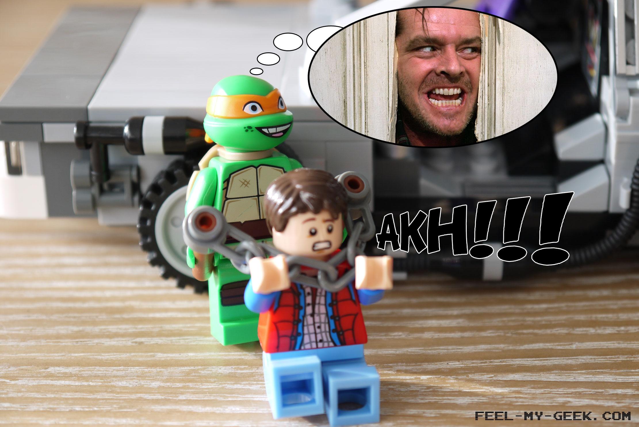 Alors qu'il tendait une main amicale à Mikey, Marty se fait violemment agresser par ce dernier, à l'aide de deux bouts de plastique assez minablement reliés par une chaine, pour ressembler à un nunchaku.
