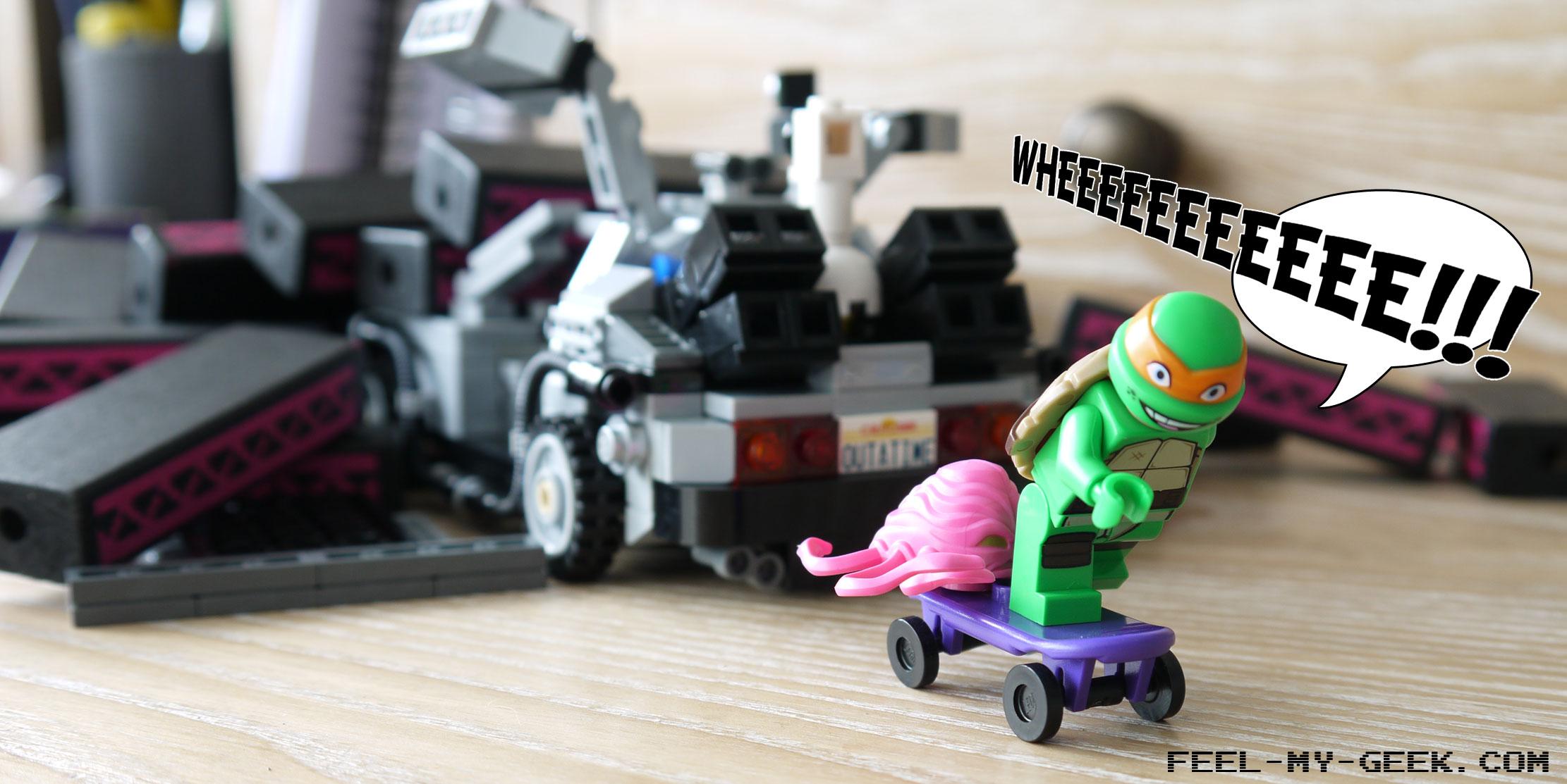Michelangelo s'enfuit alors sur un vieux skate violet tout pourri, parce que LEGO était trop cheap pour mettre une réplique de l'Hoverboard dans le set de la DeLorean. il est désormais suivi par le Kraang, qui voit là une opportunité d'échapper au châtiment sur sa planète.